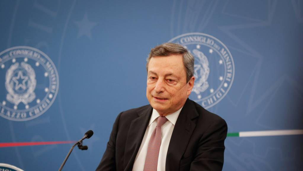 Italiens Regierungschef Mario Draghi persönlich wird die italienische Fussball-Mannschaft in Rom empfangen. (Archivbild)