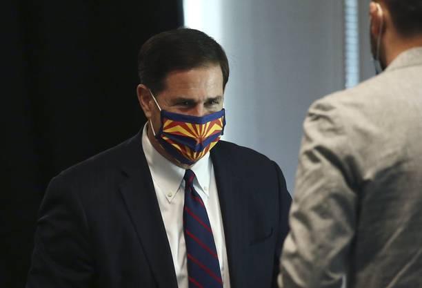 An einer Veranstaltung am 24. Juni trug Gouverneur Ducey nun selber eine Maske.
