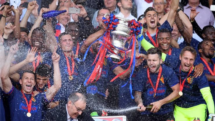 Der FC Basel feierte seinen Cupsieg im Mai 2017 in Genf. Welches Team darf dieses Jahr seinen Triumph begiessen?