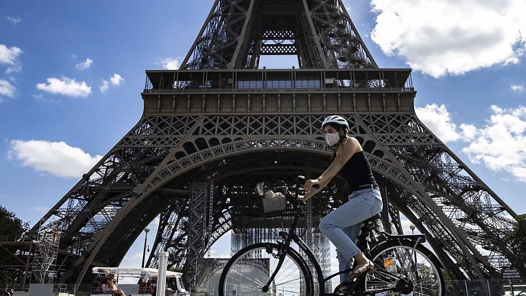 Die französische Wirtschaft ist im zweiten Quartal wegen der Corona-Pandemie deutlich abgestürzt. (Archiv)