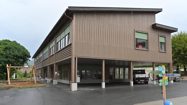 den Der Bau des Schulhaus Alp II in Wangen konnte pünktlich zu Beginn des Schuljahres 2019/20 abgeschlossen werden.