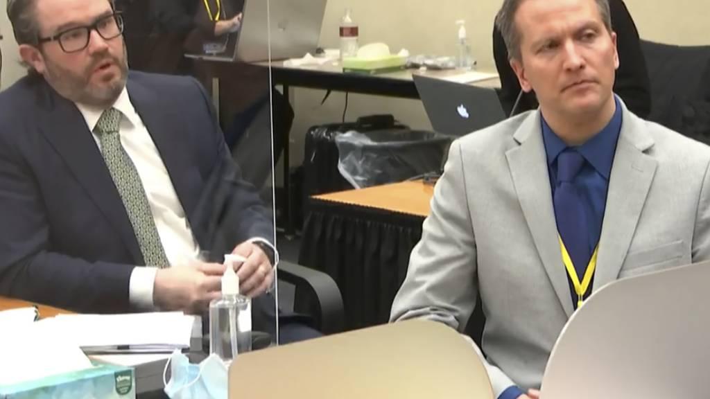 ARCHIV - Derek Chauvin mit seinem Verteidiger Eric Nelson. Foto: Uncredited/Court TV Pool/AP/dpa