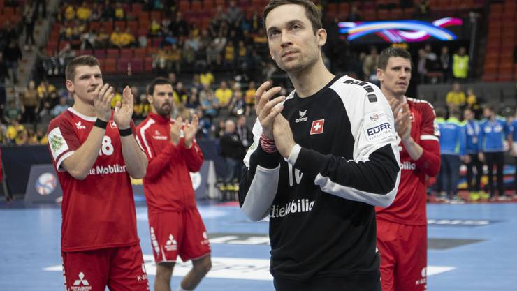 Dimitrij Küttel, Lukas von Deschwanden, Nikola Portner und Andy Schmid (von links)  verabschieden sich von den Fans in Göteborg.