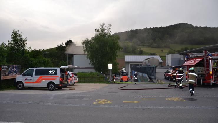 Kurz nach 20.30 Uhr kam es in der Asylunterkunft an der Gelterkinderstrasse in Sissach aus noch unbekannten Gründen zu einem Feuer.