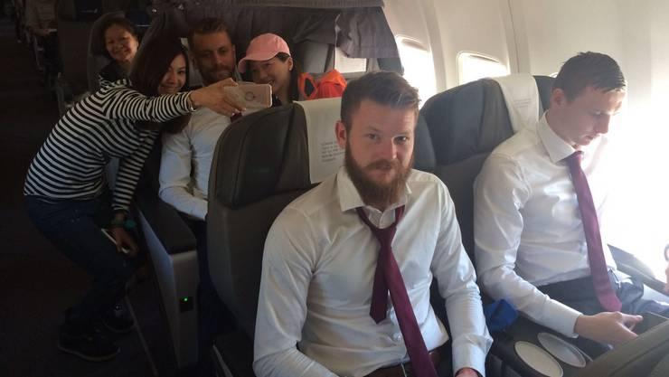 Island-Captain Aron Gunnarsson im Flugzeug von Lyon nach Reykjavik.