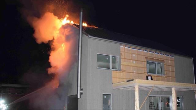 Neubau in Flammen