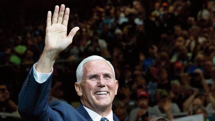 Treuer Trump-Begleiter: Vize-Präsident Mike Pence.