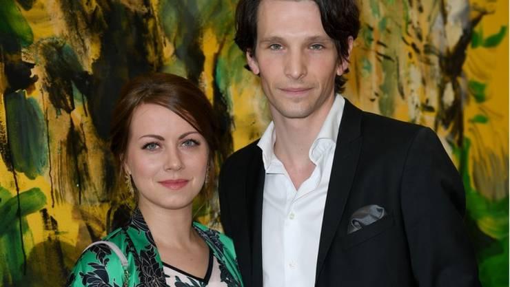 Die Schauspieler Alice Dwyer (links) und Sabin Tambrea haben geheiratet. Bilder vom Fest wird es in der Öffentlichkeit keine geben. (Archivbild)