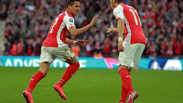 Geht es nach Arsène Wenger, werden Alexis Sanchez (links) und Mesut Özil auch in der nächsten Saison für Arsenal auflaufen