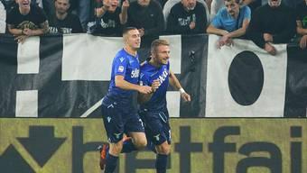 Ciro Immobile (rechts) freut sich mit Adam Marusic über das 1:1