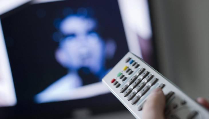 Über die Ostertage zeigen die meisten Fernsehsender neue und ältere Filme. Blockbuster und Serien laufen, für jedermann (und jederfrau) gibt's etwas. Warum also nicht gemütlich auf dem Sofa vor der Glotze sitzen. Draussen regnet es ja sowieso.