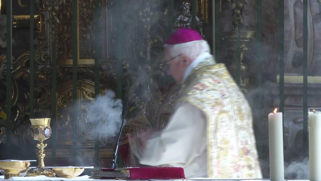 Exklusive Messe: 50 Menschen erhalten Ostersegen