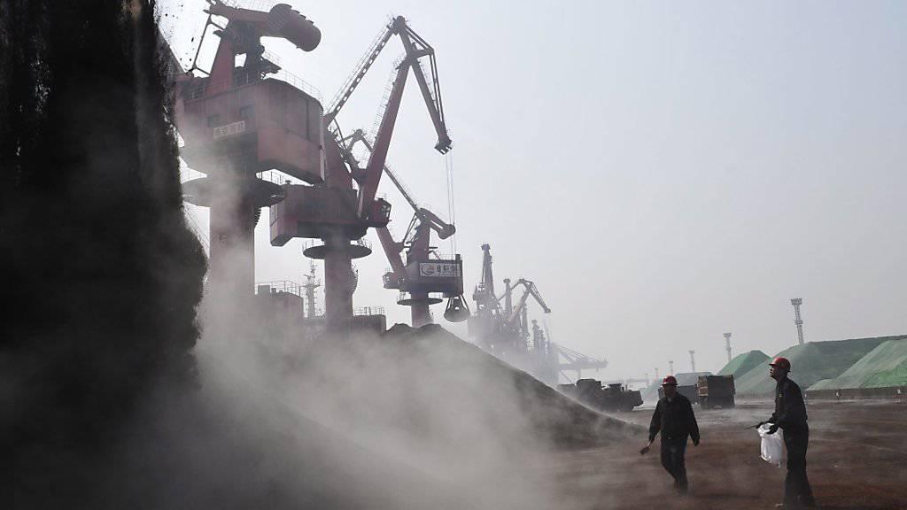 Weil Eisenerz weniger einbringt, fördern Bergbauunternehmen wie Rio Tinto mehr davon. (Symbolbild)