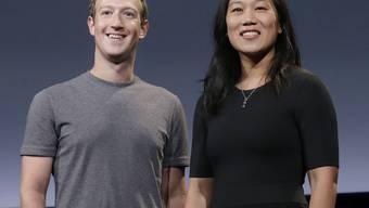 Mark Zuckerberg und seine Frau Priscilla Chan: Gegen den Chef ihres Personenschutzes sind Vorwürfe der sexuellen Belästigung und des Rassismus' erhoben worden. (Archiv)