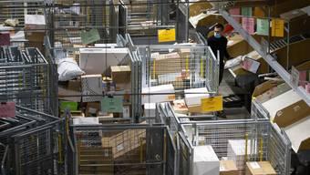 Weihnachten naht: Noch nie musste die Post tagtäglich so viele Pakete verarbeiten wie in diesem Jahr.