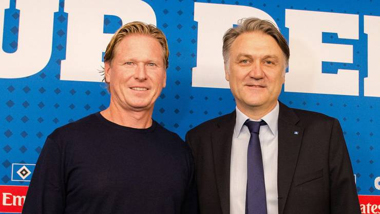 So hat sich Dietmar Beiersdorfer (rechts) das sicher nicht vorgestellt: Auch der neue Trainer Gisdol bringt keinen Erfolg.