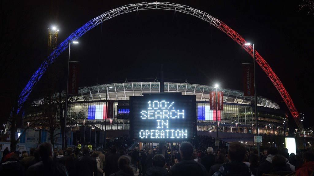 Im Wembley-Stadion zeigen sich die Fussballfans solidarisch. (KEYSTONE/CAMERA PRESS/James Veysey)