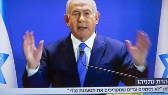 Der israelische Premierminister Netanjahu will sich live im Fernsehen mit Kronzeugen konfrontieren.