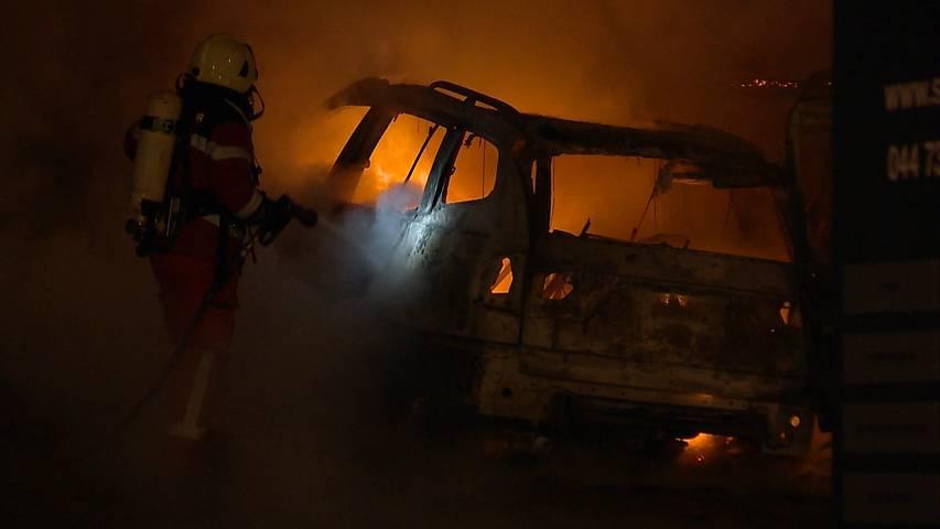 Zwei Autos komplett ausgebrannt