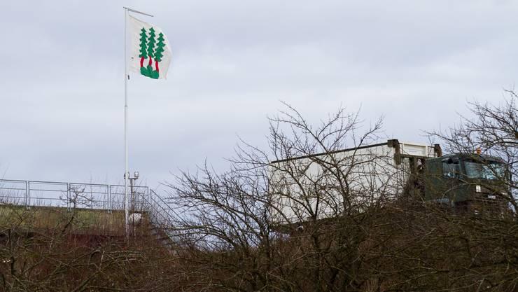 Die Bettwiler Gemeindefahne flattert jetzt mit dem Segen des Bundes über der Bloodhound-Militäranlage.