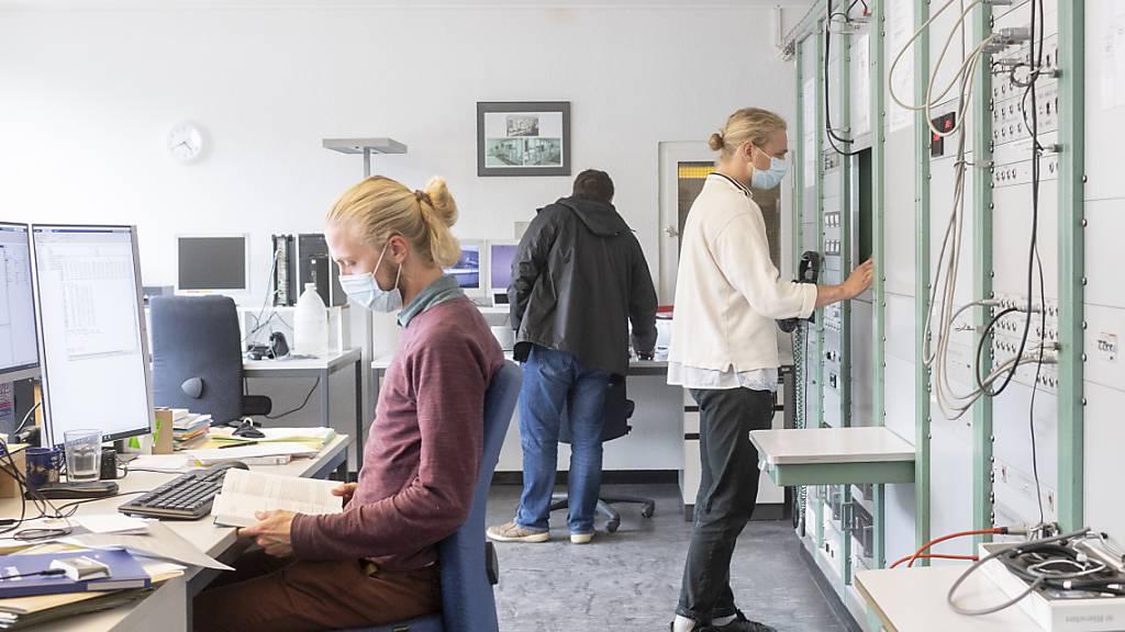 Der Schweizer Arbeitsmarkt scheint sich rasch von der Pandemie zu erholen: Die Arbeitslosenquote ist im September auf 2,6 Prozent gesunken. (Archivbild)