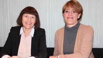 Rita Brühlmann (links) übergibt das Sponsoring der Stadtcasino Baden an Conny Zünd