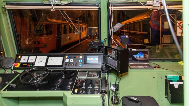 Unterwegs im Führerstand von einem führerloser Zug auf der Strecke der Oensingen-Balsthal-Bahn.