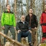 Im Einsatz für den Furttaler und Limmattaler Wald (von links nach rechts): Förster Erich Sonderer, Daniel Dahmen, Projektleiter Thomas Weber, Däniker Gemeinderat Lars Meier (SVP) und Förster Thomas Hubli stehen auf einer der kahlen Waldstellen.