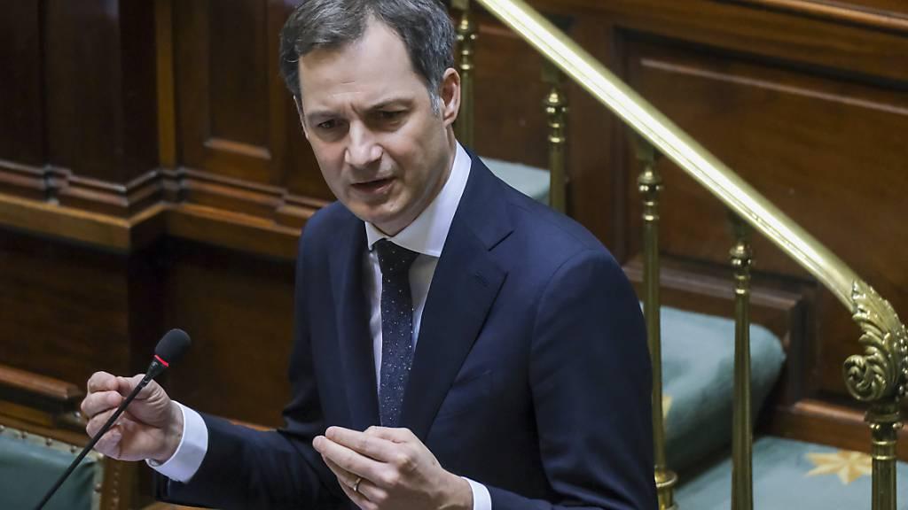FILED - Belgiens Ministerpräsident Alexander De Croo kündigt eine Verschärfung der Corona-Maßnahmen an. Photo: Nicolas Maeterlinck/BELGA/dpa