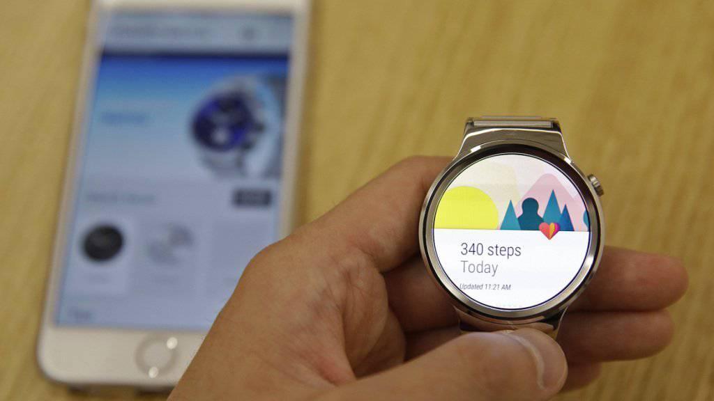 Austausch unter Rivalen: Neue Android Wear Uhren sind kompatibel mit Apples iPhones