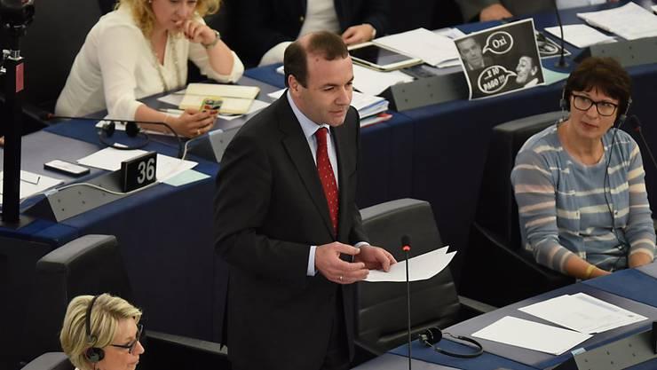Der deutsche Europaparlamentarier Manfred Weber fordert von der EU in der Flüchtlingskrise konkrete Massnahmen. (Archiv)