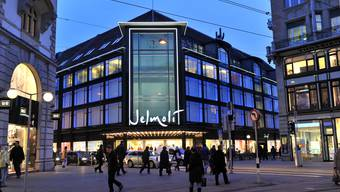 Öffnungszeiten: Seit zwei Wochen darf in Zürichs City am Samstag bis 20 Uhr eingekauft werden. Die Kundschaft freut es.( Andy Mueller/EQ Images )