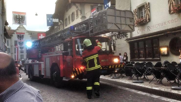Feuerwehr Aarau bei einem Einsatz in der Aarauer Altstadt.