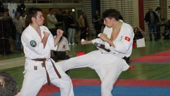 Ein Aargauisches Duell. Der Oftringer Silvio Avvisati (links) trifft auf Raoul Keusch vom Karate-Club Wohlen.