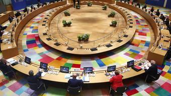 ARCHIV - Bundeskanzlerin Angela Merkel nimmt an einem Gespräch am Runden Tisch beim EU-Gipfel in Brüssel teil.  Angesichts des Erdgaskonflikts im östlichen Mittelmeer beraten die EU-Staats- und Regierungschefs am Donnerstag bei einem EU-Sondergipfel in Brüssel über den weiteren Umgang mit der Türkei. Foto: Francois Lenoir/Reuters Pool/AP/dpa