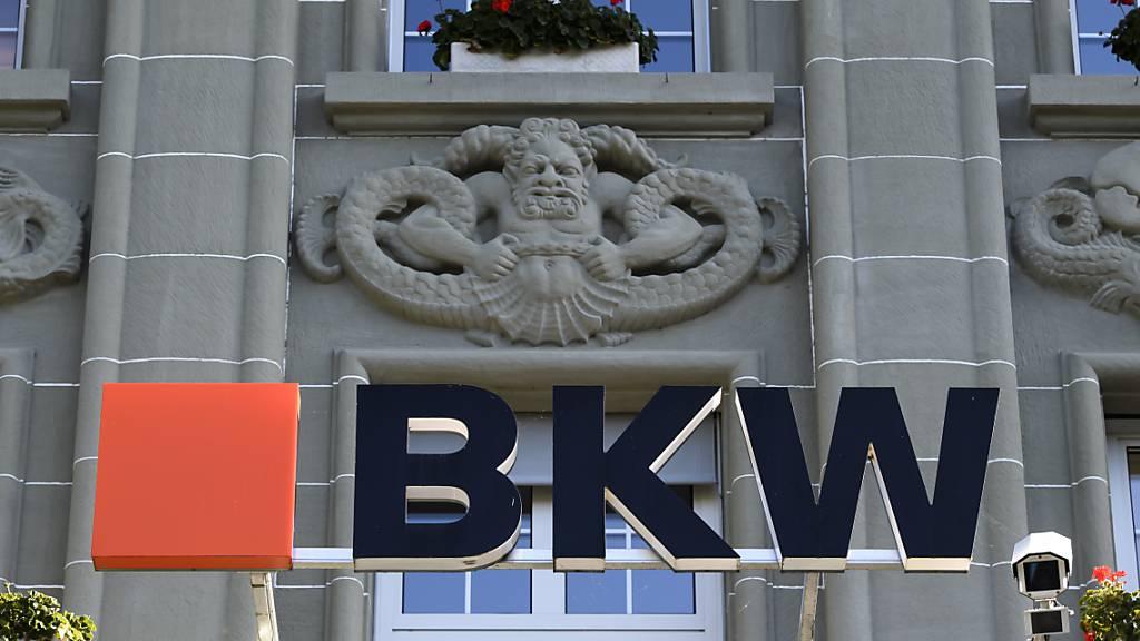 Der Berner Energiekonzern BKW ist im Dienstleistungsgeschäft weiter gewachsen und hat das Betriebsergebnis gesteigert. Die Prognosen zum Ergebnis fürs Gesamtjahr hob die BKW an.(Archivbild)