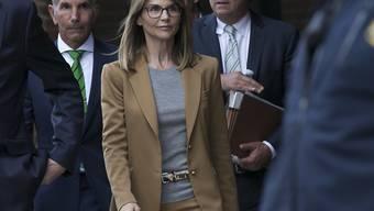 Die US-Schauspielerin Lori Loughlin muss mit einer höheren Strafe im US-Eliteuni-Bestechungsskandal rechnen. (Archivbild)