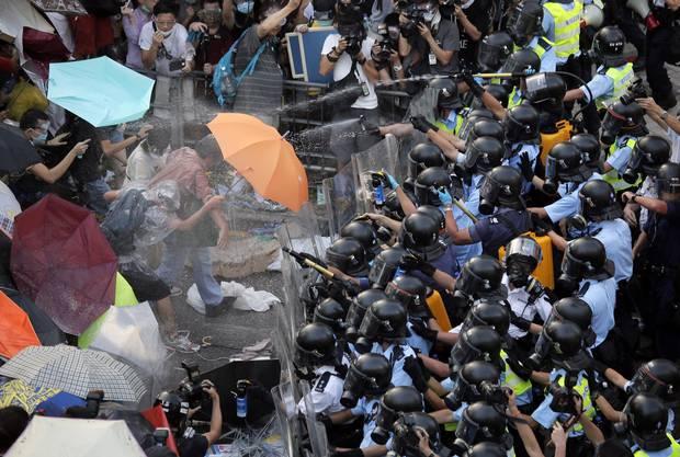 In einer Umfrage der renommierten Chinesischen Universität Hongkong sprachen sich nur 31 Prozent für Occupy Central aus, 46 Prozent lehnten die Bewegung ab.