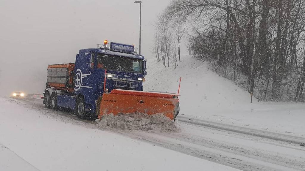 60 Unfälle wegen Schneefall im Aargau