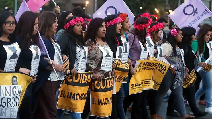 Kundgebung in Santiago de Chile zum Internationalen Tag zur Beseitigung der Gewalt gegen Frauen.