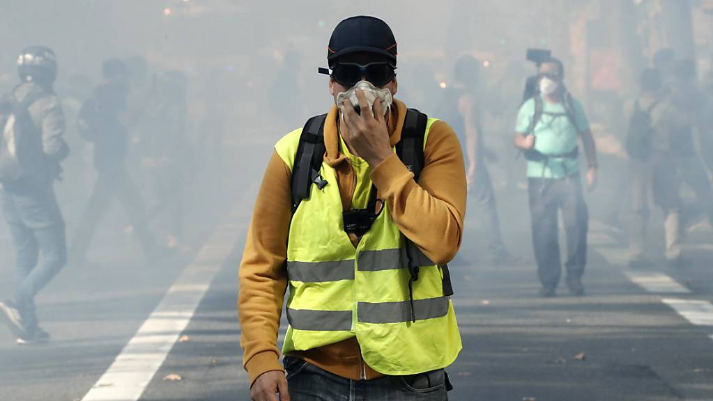 Zu Beginn der wöchentlichen «Gelbwesten»-Kundgebung mit tausenden Demonstranten in Toulouse setzte die Polizei am Samstag Tränengas ein.
