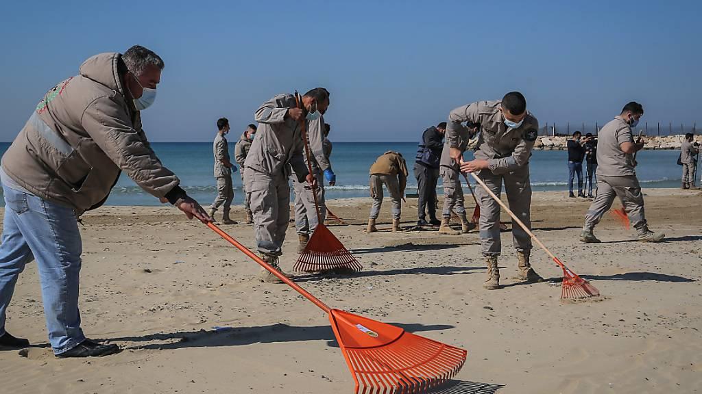 Libanon lässt Küste nach Ölverschmutzung im Mittelmeer säubern