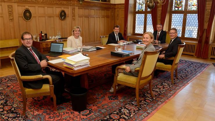 Hat sich einiges vorgenommen: Die neu zusammengesetzte Regierung mit Staatsschreiber Andreas Eng, Brigit Wyss, Roland Heim, Susanne Schaffner, Remo Ankli und Roland Fürst (v.l.).