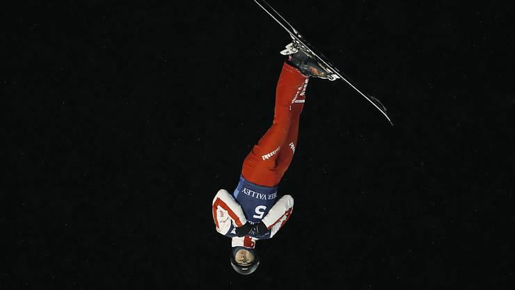 Noé Roth wirbelt durch die Luft.