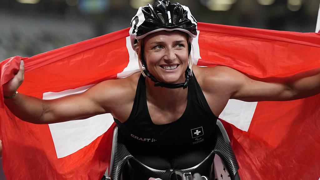 Endlich Gold: Manuela Schär lässt sich feiern
