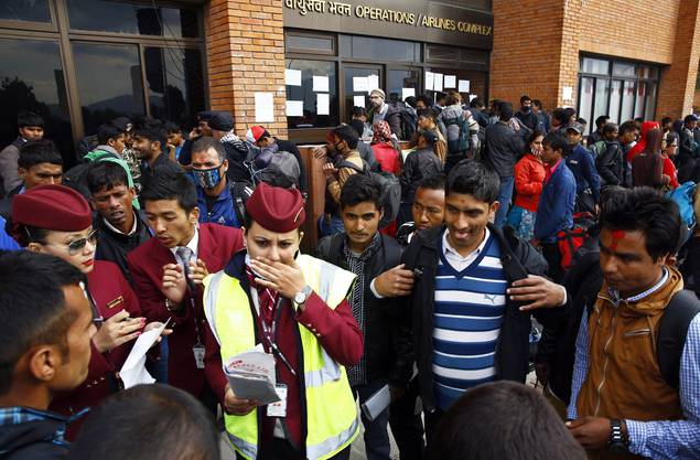 Weiter können Tausende Touristen aus aller Welt Nepal nicht verlassen.
