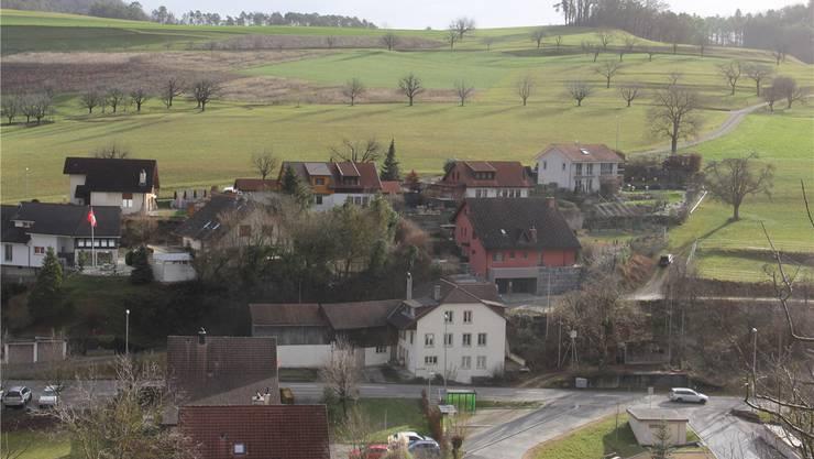 «Wyler's Bed & Breakfast» befindet sich im roten Haus am Dorfrand.