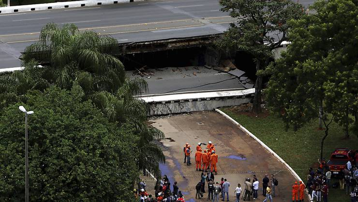 Nach dem Zusammenbruch einer Hochstrasse in Brasilia räumt der Gouverneur ein: Die Infrastruktur der Stadt ist marode.