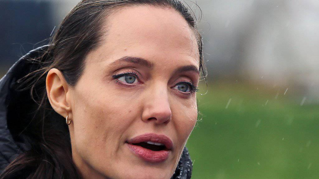 Angelina Jolie soll in einer Neuverfilmung des Krimi-Klassikers «Mord im Orient-Express» mitspielen. (Archivbild)