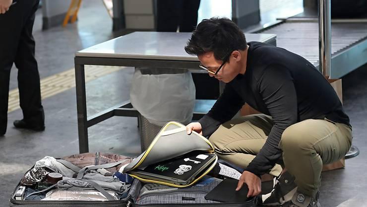 Kann der Laptop auf Flügen aus Europa in die USA im Handgepäck bleiben oder muss er ins Aufgabegepäck? (Archiv)